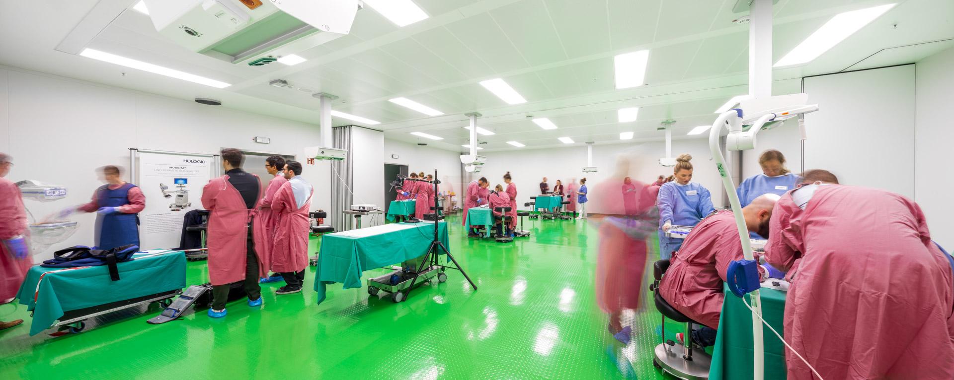 Medizinische Weiterbildung im Demo-OP